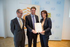 Gustl-Lang Staatl. WS Weiden, neue Medienreferenzschule, ausgezeichnet von Staatssekretär Georg Eisenreich
